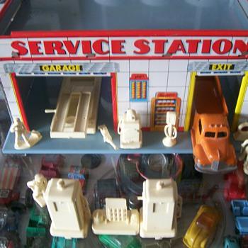 Tin Litho Gas Station - Toys