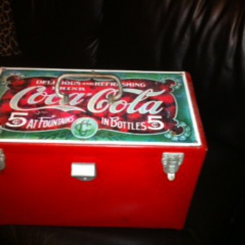 Rear cooler . The coca cola museum does not have this!  Trying to find it's value - Coca-Cola