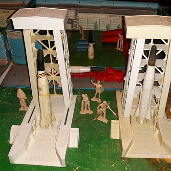 Marx Carry-All Cape Kennedy Playset Late 1960s/1970s Pt 1 - Toys