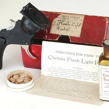 Chelsea Flash Light Pistol, c.1900 - Cameras