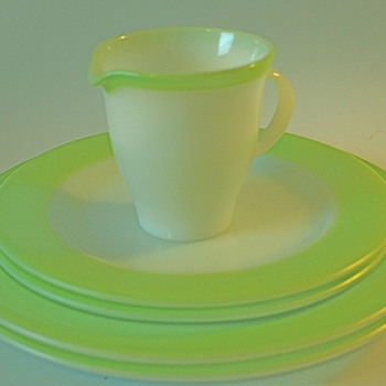 Pyrex Plates & Creamer Retro Green  - Kitchen