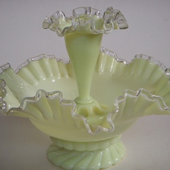 Fenton? Epergne?,...beautiful piece, would love to know who made it. - Glassware
