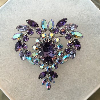 SHERMAN PURPLE & lilac BROOCH - Costume Jewelry