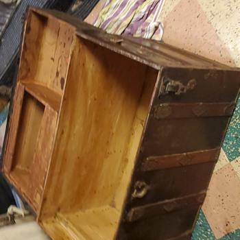 Mystery trunk? - Furniture
