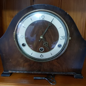 Perivale Art Deco British Mantle Clock 30's-40's. - Art Deco