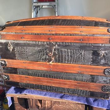 Late 1800's Barrel Top Steamer Trunk - Furniture