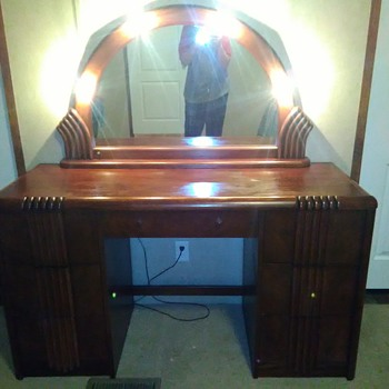 Need help identifying vanity - Furniture