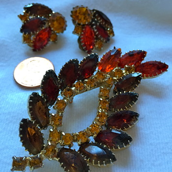 Do you think this Vintage demi parure is Juliana?  - Costume Jewelry