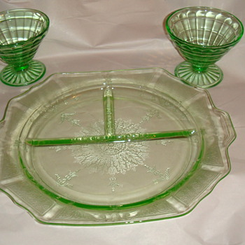 Depression glass-Green Plate divided- 2 glass stems - Glassware