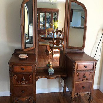 Can you help to identify this vanity - Furniture