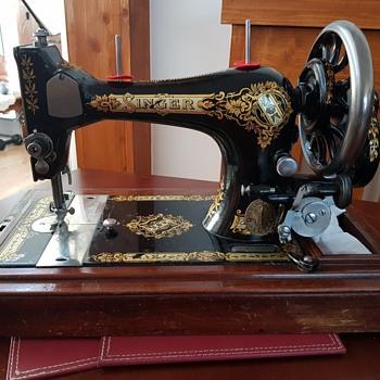 Singer Sewing Machine V465876 - Sewing