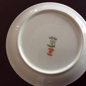 Need help identifying, please - China and Dinnerware