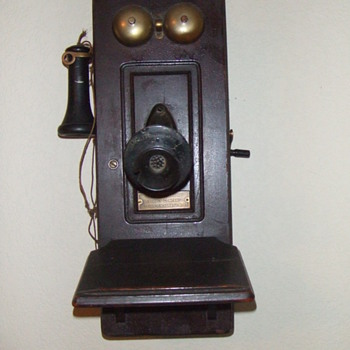 Old Wall TelePhone - Telephones