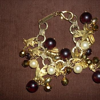 """Subversive """"Queen Bee"""" bracelet - Costume Jewelry"""