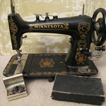 My Minnesota Model C Sewing Machine - Sewing