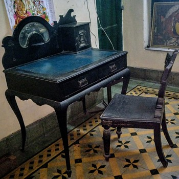 Writing Desk from the City of East India company set up by  the British in India - Furniture