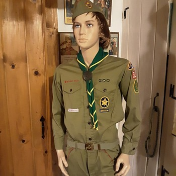 1970s Boy Scout Uniform Star Scout and Den Chief Patches - Medals Pins and Badges