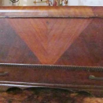 1930s HONDERICH FURNITURE CO CEDAR CHEST - Furniture
