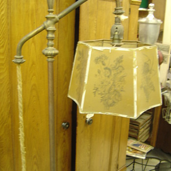 Colonial Premier Co. floor lamp - Lamps