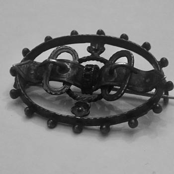 Antique hallmarked brooch - Fine Jewelry