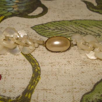 1950'S 1960's NECKLACE.  - Costume Jewelry