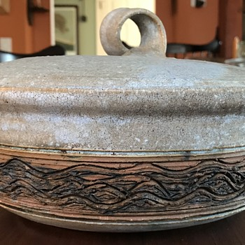 Art Pottery - Unknown Signature  - Pottery