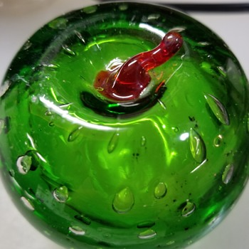 New Apple paperweights - Art Glass