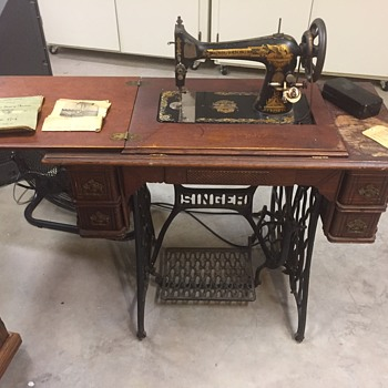 Singer sewing machine, I believe 1903? model number starts with K then 7 numbers. - Sewing
