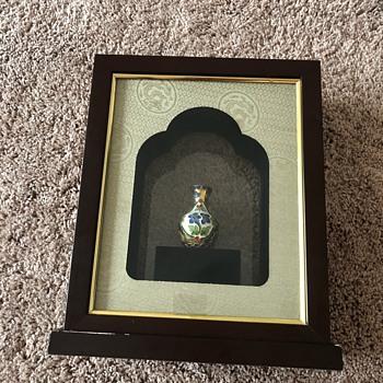 Small asian vase enclosed  box - Asian