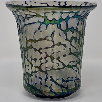 Loetz late period controlled bubble vase with threaded decor, ca. 1930s - Art Glass