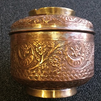 Ornate copper pot with lid - Arts and Crafts