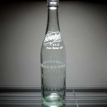 1976 Howdy From Seven Up Soda Bottle ACL Owens Illinois Glass - Bottles