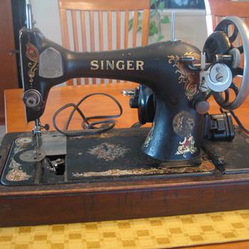 My new treasure! Singer Sewing Machine