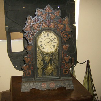 VERY NICE VINTAGE CLOCK WORKS PERFECT SOUNDS GREAT