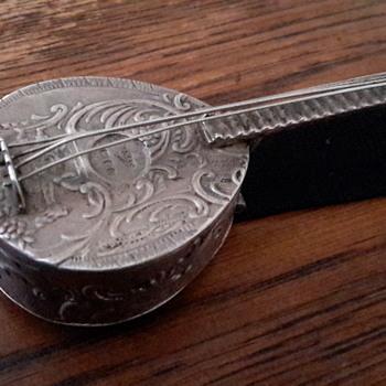 800 silver? Mandolin pill/trinket box - Silver