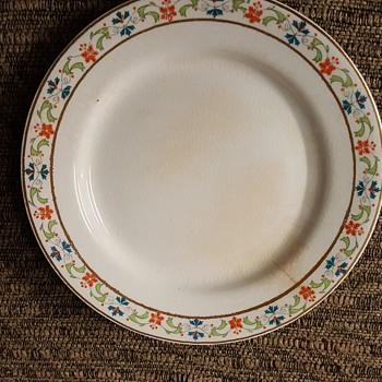 Mercer dinnerware set - China and Dinnerware