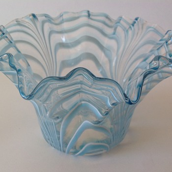 Victorian glass bowl with pulled trailed decoration - Art Glass