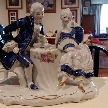 Victoriana Figurine / Statue - Figurines