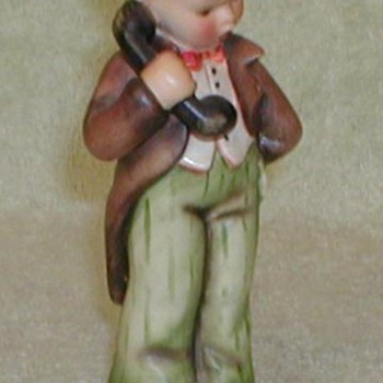 "Hummel Figurine - ""Hello"" - Figurines"