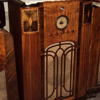 Sparton 811 Console radio - Radios