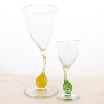 DET LEVENDE GLASS wine glass and vase, Per Lütken (Holmegaard, 1985)