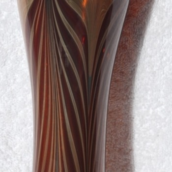 This nice pulled feather vase has defied attribution. - Art Glass