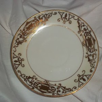 Hand painted gold plates - China and Dinnerware