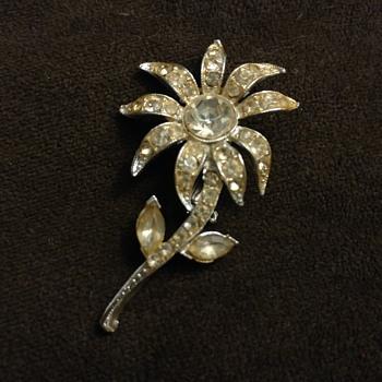 Unmarked costume jewelry - Costume Jewelry