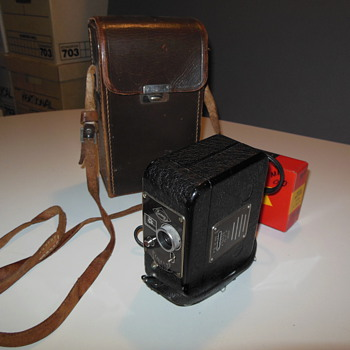 Eumig C 4 8mm camera with Radio Battery and case (German circa 1940)
