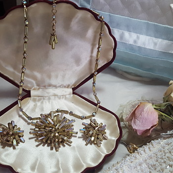Stunning Schoffell & Co starburst necklace and earrings  - Costume Jewelry