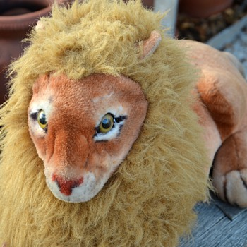 Old Stuffed Animal - Lion - Animals