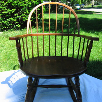 Stickley Windsor Bow Back rocking chair - Furniture