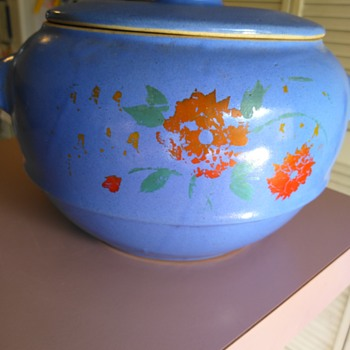 Vintage USA pottery bowl and lid - Pottery