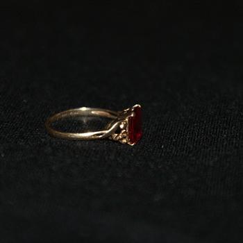 10K Natural Ruby Vintage Ring